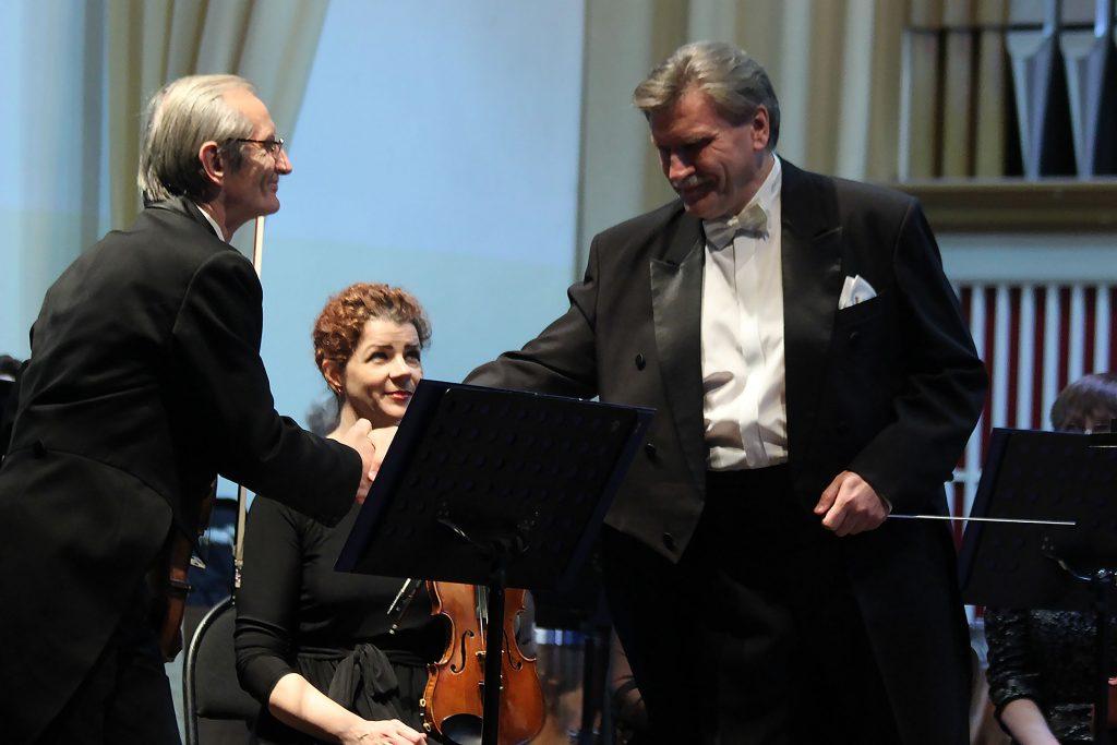 Roman Moiseyev - maestro. Vladimir Gamar - Concertmaster of the Symphony Orchestra